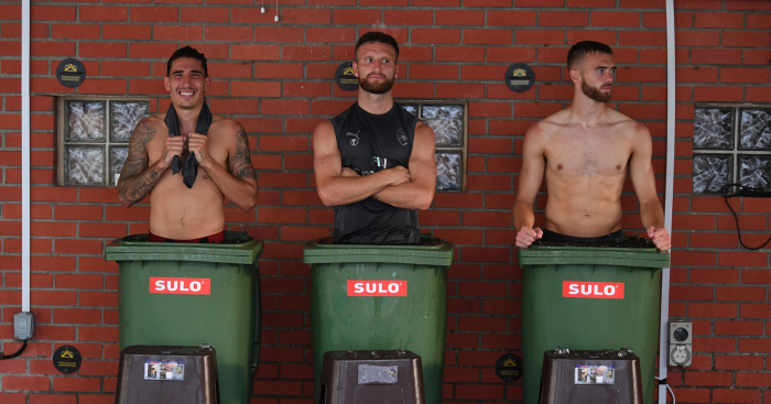 ¿Cuánto mide Calum Chambers? - Real height Hector-Bellerin-Shkodran-Mustafi-Calum-Chambers-Football365