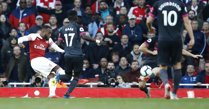 LONDON, ENGLAND - SEPTEMBER 23: Alexandre Lacazette of Arsenal scores his sides first goal during the Premier League match between Arsenal FC and Everton FC at Emirates Stadium on September 23, 2018 in London, United Kingdom. (Photo by Julian Finney/Getty Images)