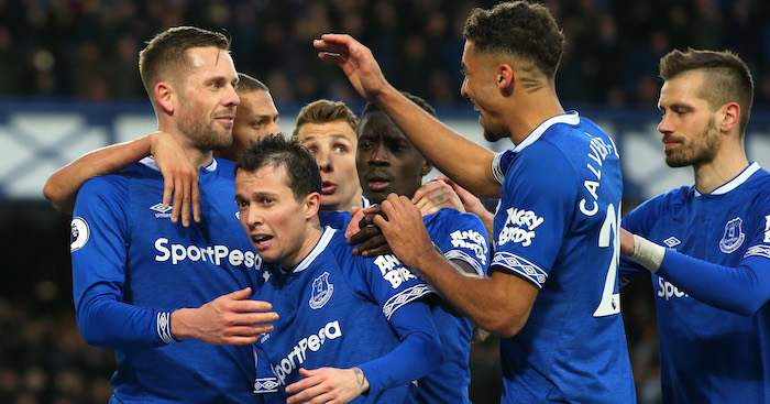 LIVERPOOL, ENGLAND - MARCH 17: Gylfi Sigurdsson of Everton celebrates after scoring his sides second goal with teammates during the Premier League match between Everton FC and Chelsea FC at Goodison Park on March 17, 2019 in Liverpool, United Kingdom. (Photo by Alex Livesey/Getty Images)
