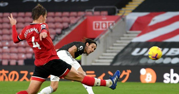 Edinson Cavani scores late winner for Manchester United