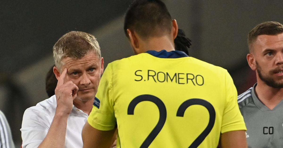 Ole Gunnar Solskjaer speaks to Sergio Romero