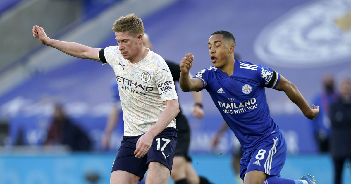 Kevin de Bruyne dribbles past Youri Tielemans