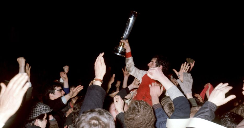 Frank McLintock holds the Inter-Cities Fairs Cup aloft
