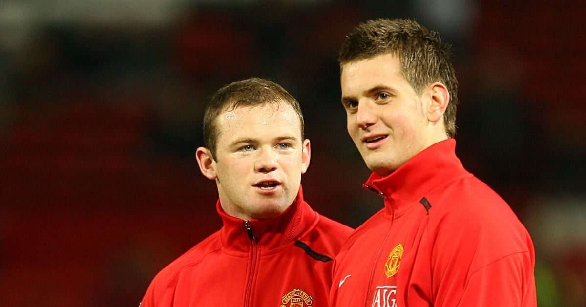 Wayne Rooney talks to Tom Heaton
