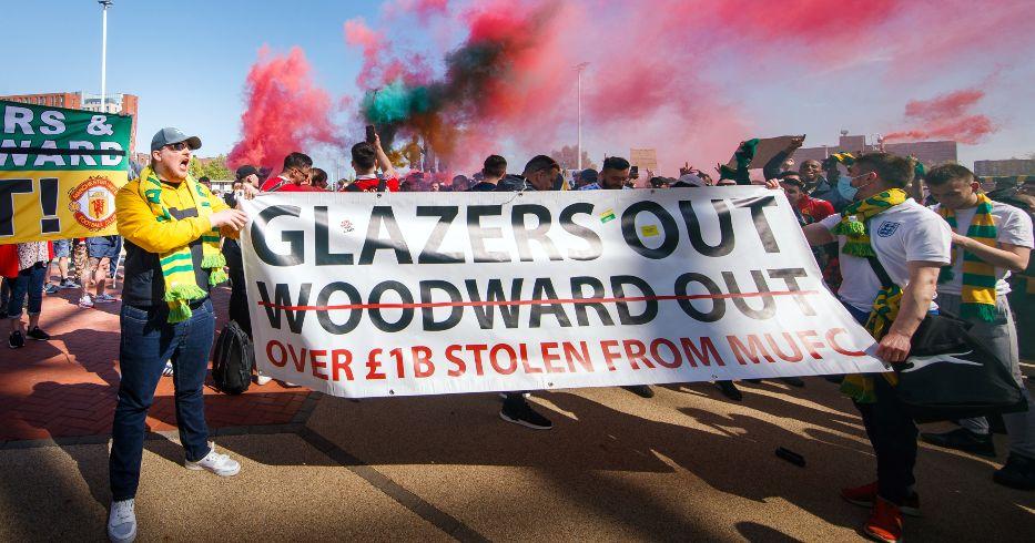 Les fans de Man Utd protestent contre les vitriers