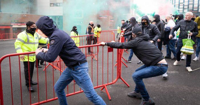 Man Utd fans protest Glazers