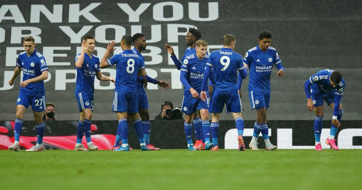 Leicester celebrate at Manchester United