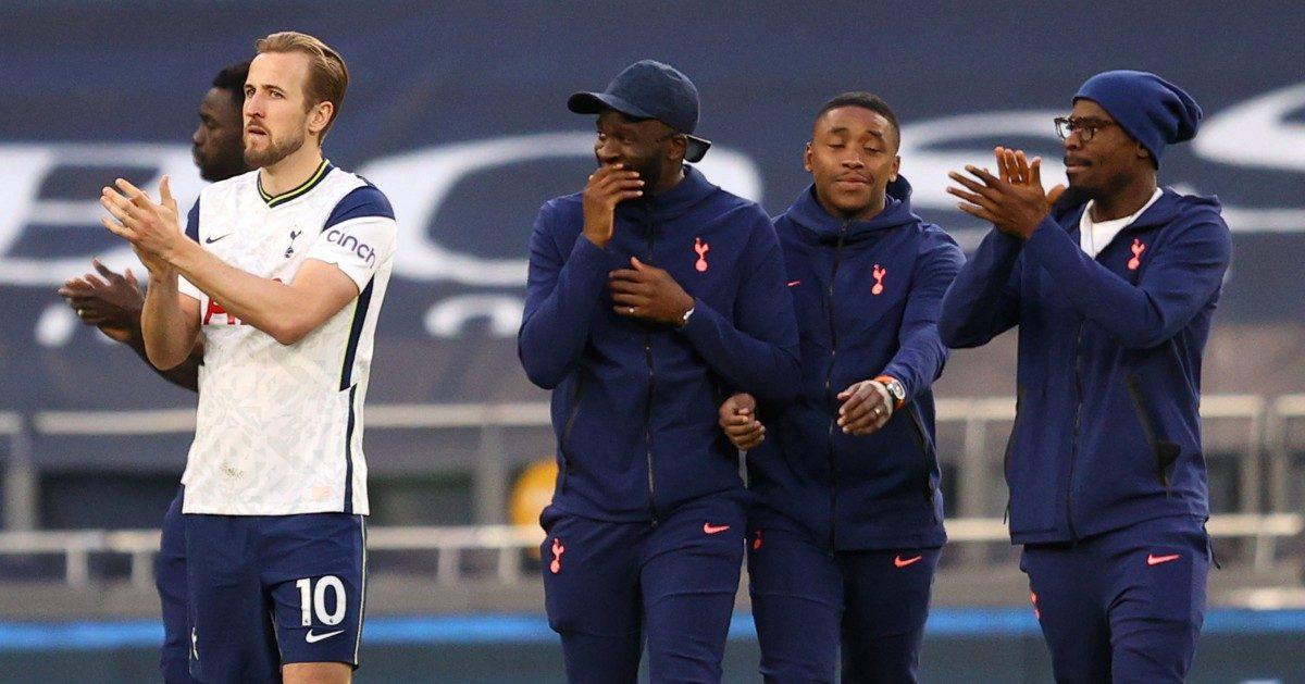 Tottenham players applaud fans
