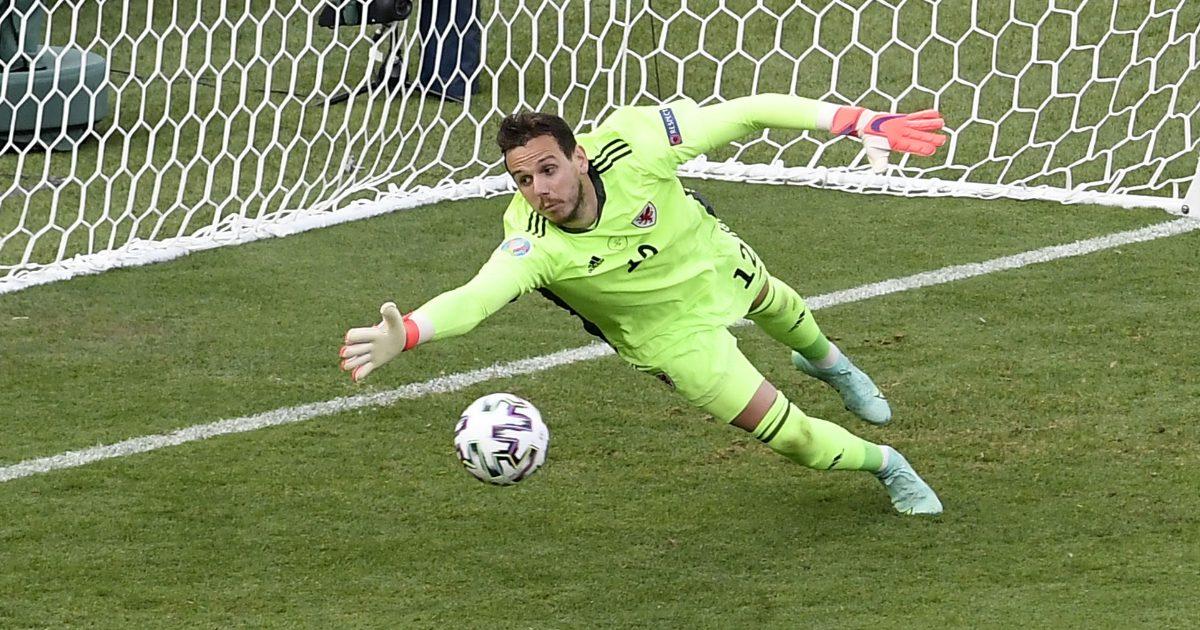 Leicester PL winner heaps praise on 'outstanding' goalkeeper - Football365