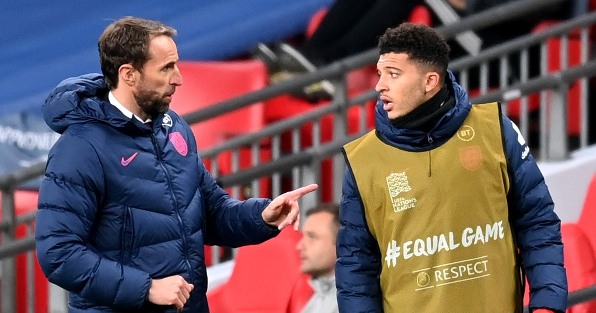 Gareth Southgate talks to Jadon Sancho