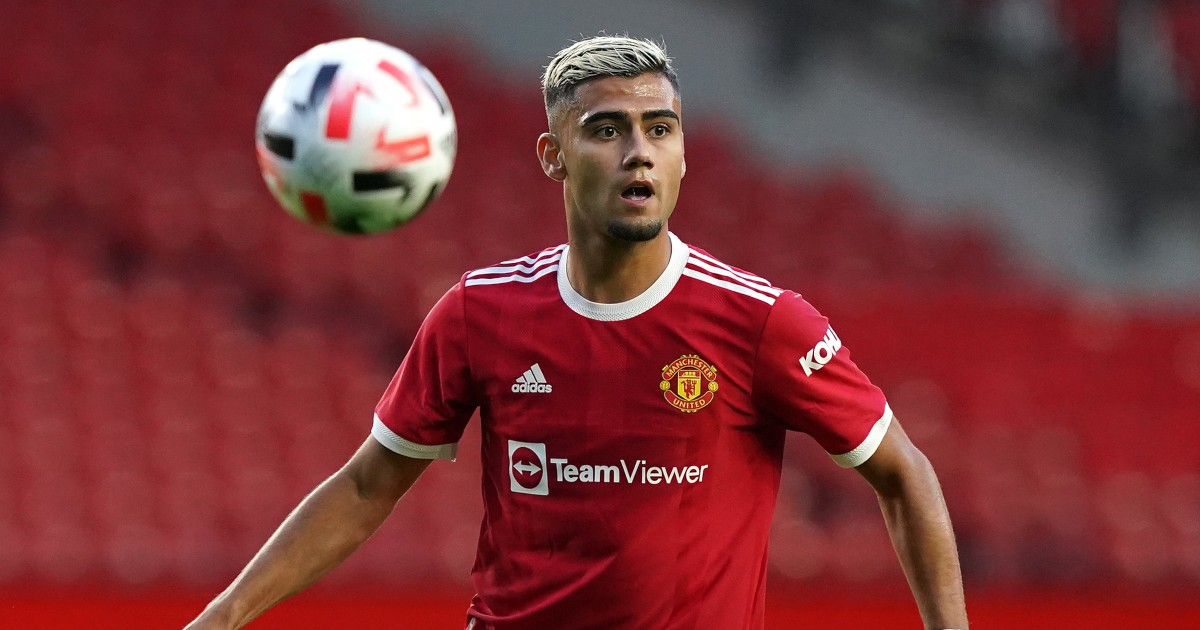 Manchester United lose their minds over really rather good Pereira goal