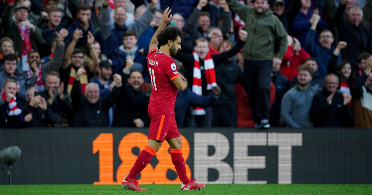 Mo Salah celebrates scoring goal v Man City